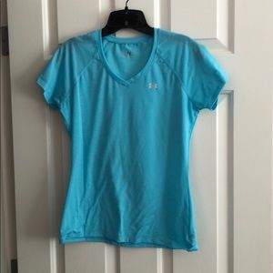 Under armor women's fitted shirt size small